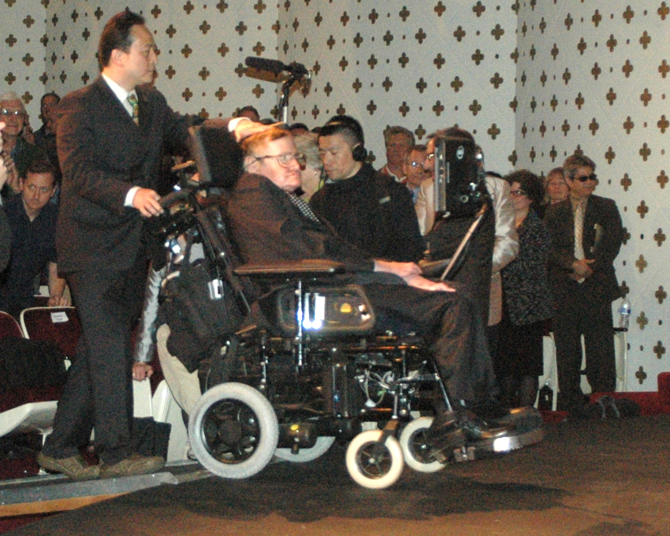 Stephen Hawking: Big Bang khng cn c Cha